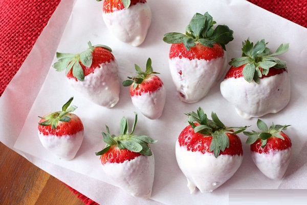 Greek Yogurt Dipped Berries